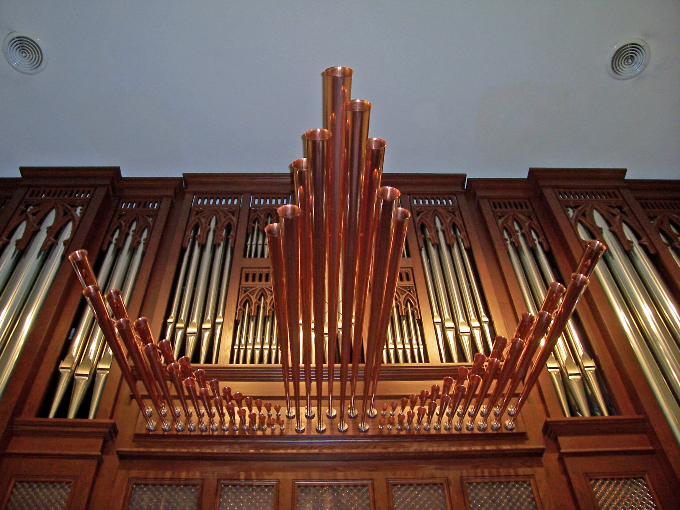Trompette-en-chamade pipes of the Casavant organ